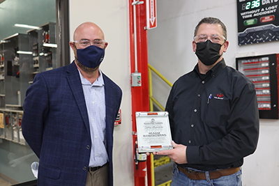 KC Plant Manager Jeff Caudle accepts a safety award for Milbank.